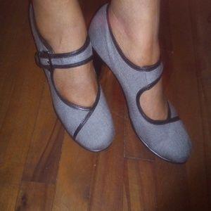 Aerosole Mary Janes Heels size 10 heelrest